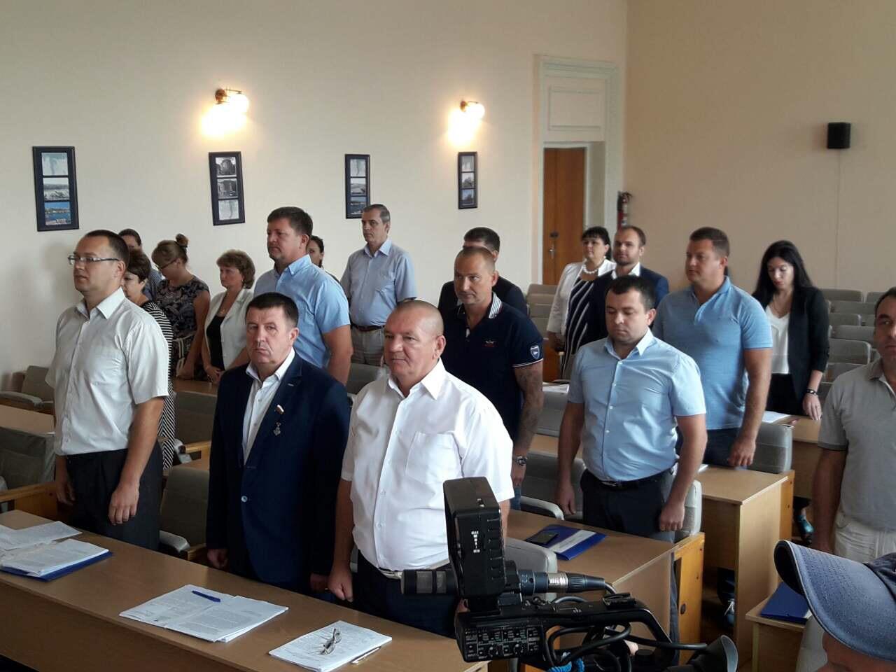 Жители Нахимовского района не могут дождаться от народных избранников нужных решений