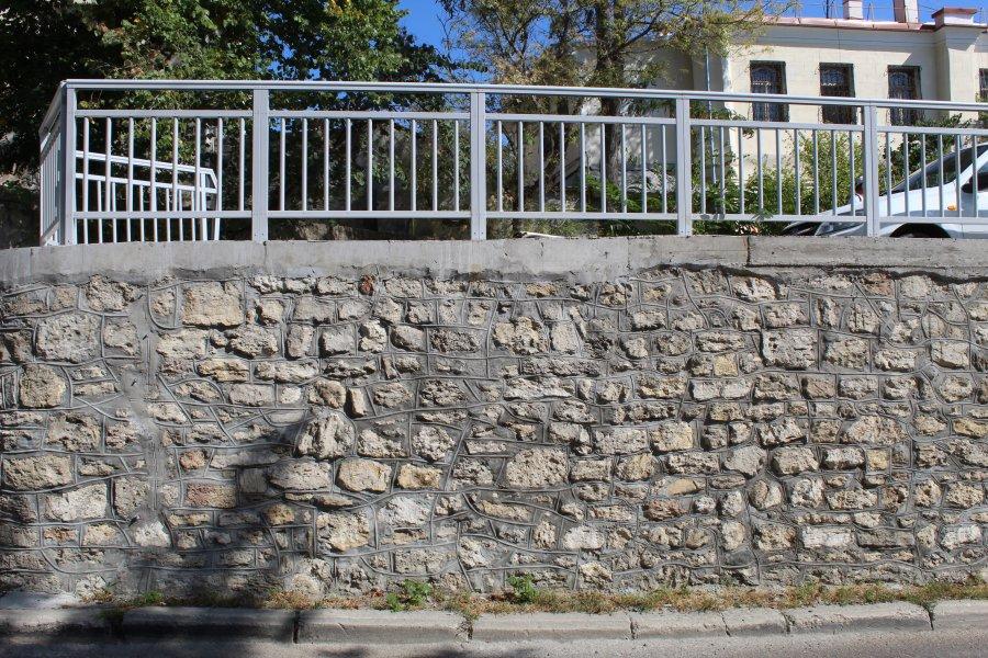На улице Советской капитально отремонтировали подпорную стену