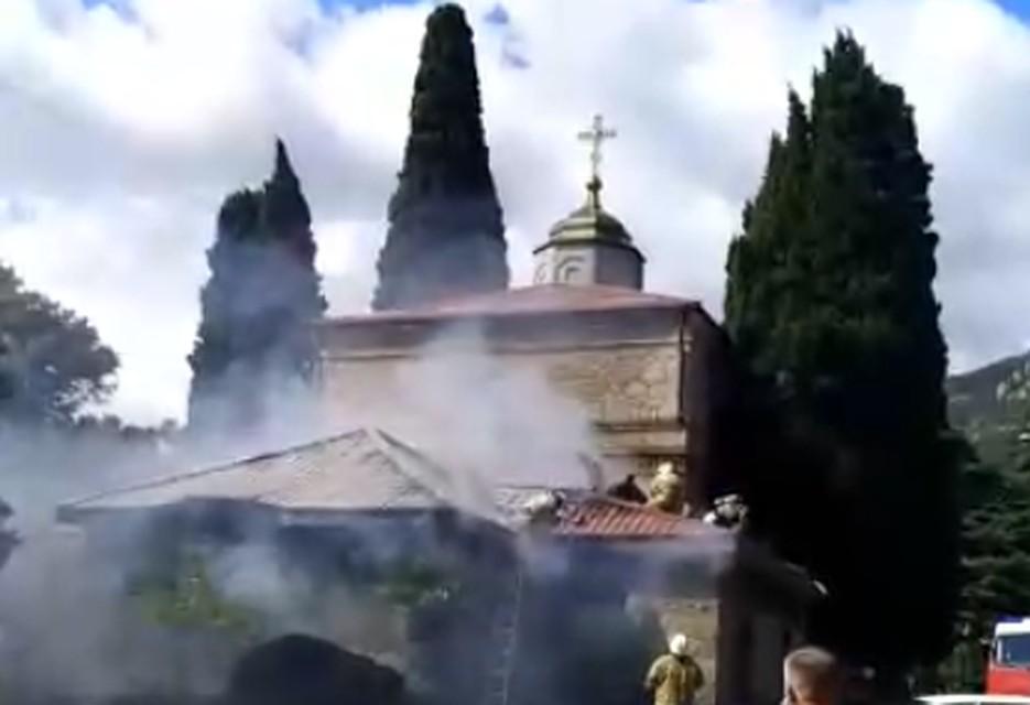 В древнем храме под Ялтой произошел пожар
