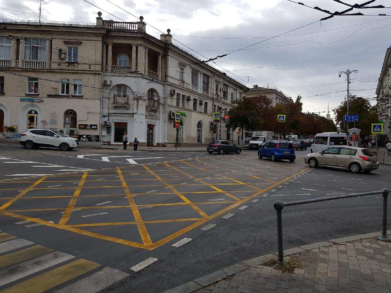 В Севастополе появилась «вафельница», но водители не знают, как ее проезжать