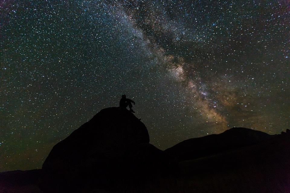 Астролог рассказал, чего стоит опасаться в октябре