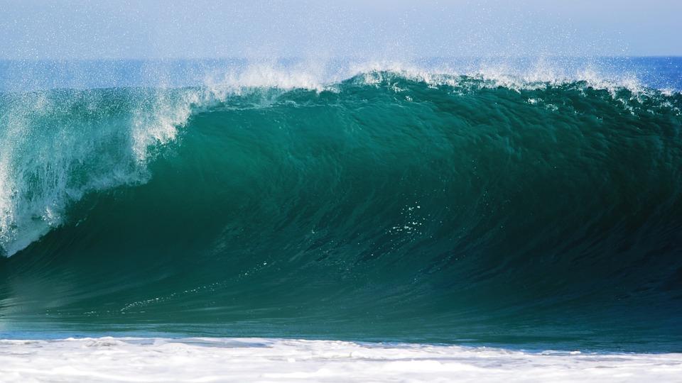 В Алуште подростка смыло волной в море