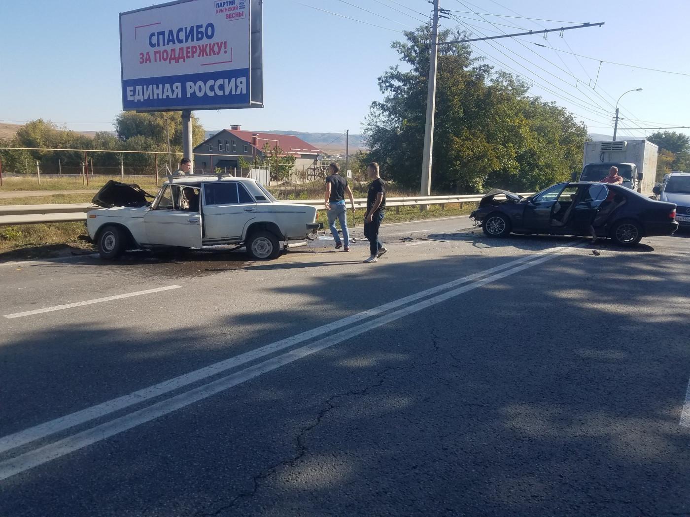 Уснул за рулем: под Симферополем BMW выехал на встречку и врезался в «Жигули»