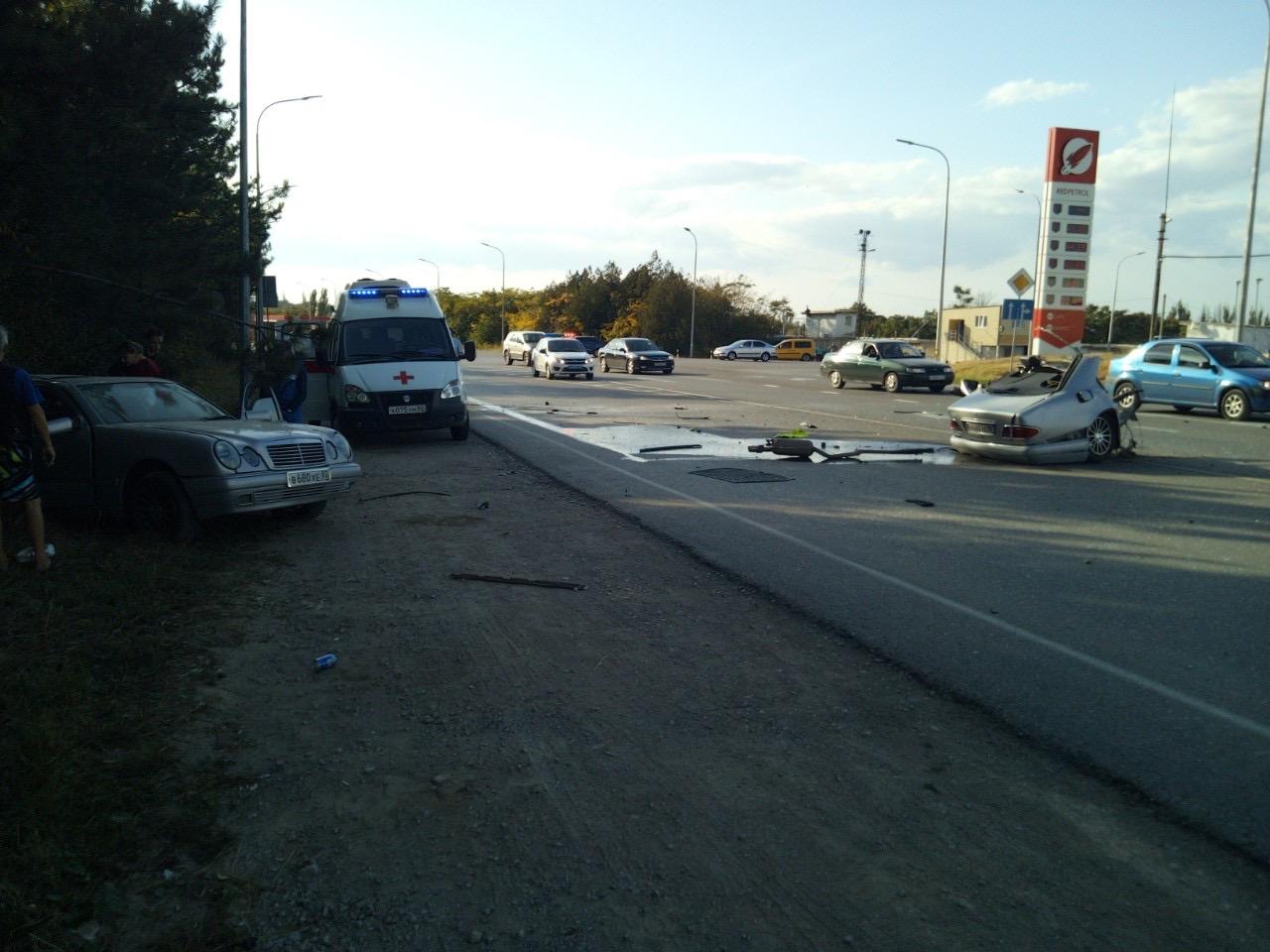 Автомобиль разорвало на две части: на крымской трассе произошла страшная авария