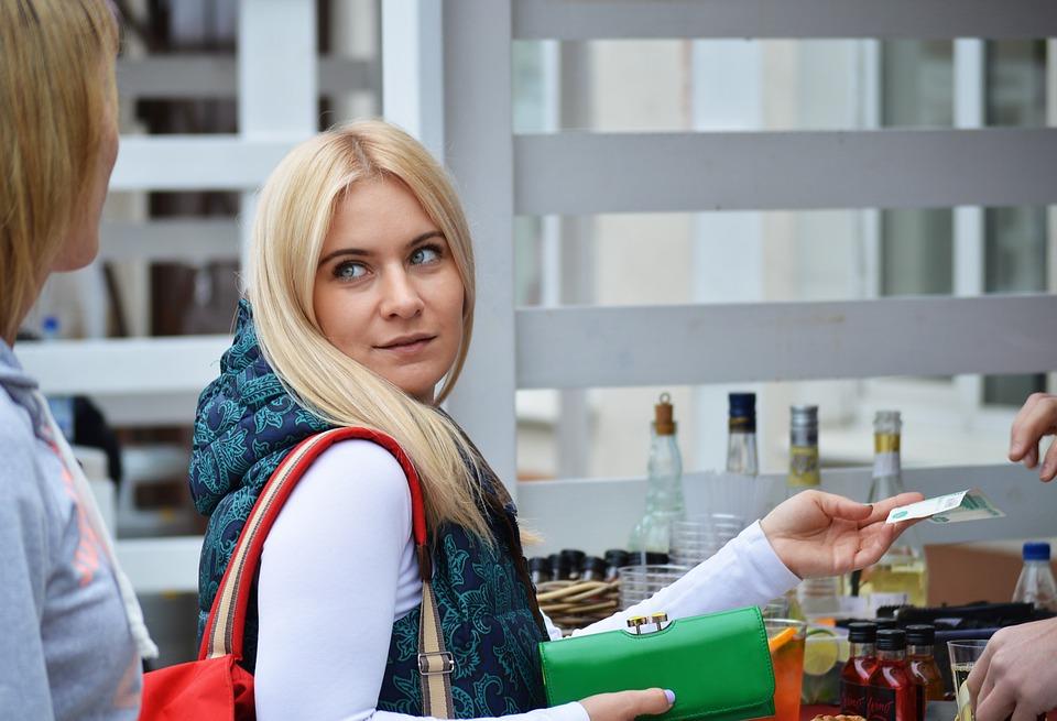 В Крыму можно будет снимать наличные в кассах магазинов