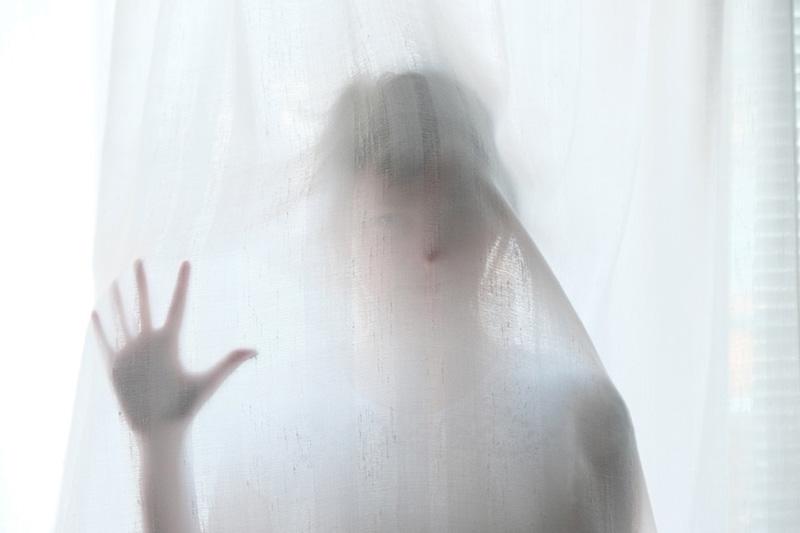 В Севастополе 6-летняя девочка выпала из окна пятого этажа