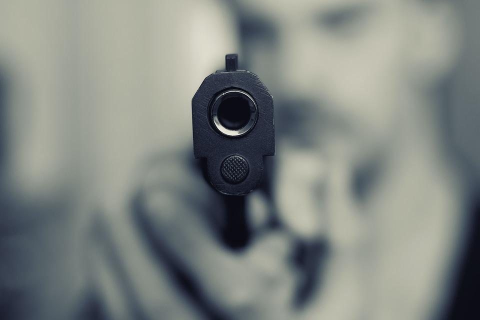 В Симферополе военный с пистолетом ограбил букмекерскую контору