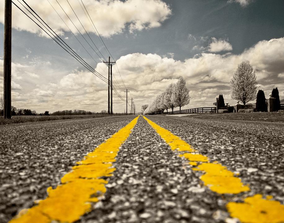 На севастопольских дорогах обновляют разметку