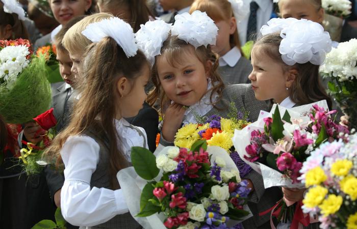 Глава Севастополя поздравил школьников с Днем знаний