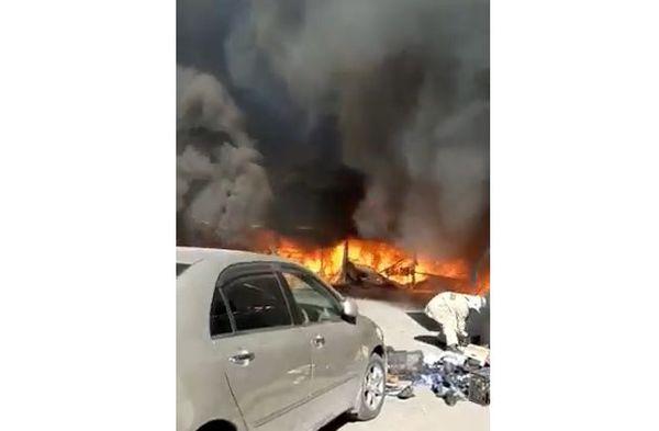 В центре Геленджика горит городской рынок