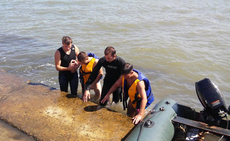 В Керчи спасатели обнаружили пропавших пловцов