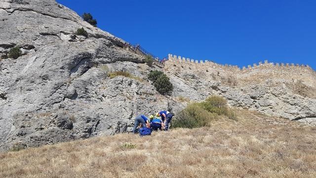 В Судаке с Генуэзской крепости упала женщина