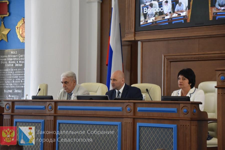 Севастопольские депутаты изменили Устав города ради дополнительной должности