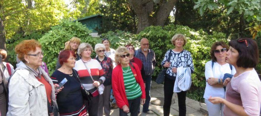 РОО «Мы-Севастопольцы» провела для ветеранов экскурсию по Ботаническому саду