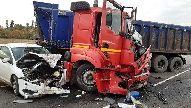 Столкнулись два грузовика и три легковушки: новое смертельное ДТП на «Тавриде»