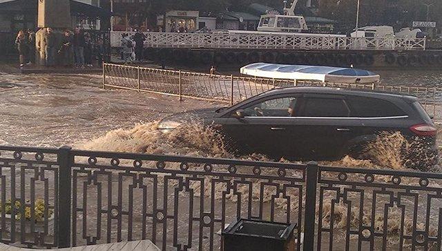 В Севастополе после сильного ливня затопило Артбухту