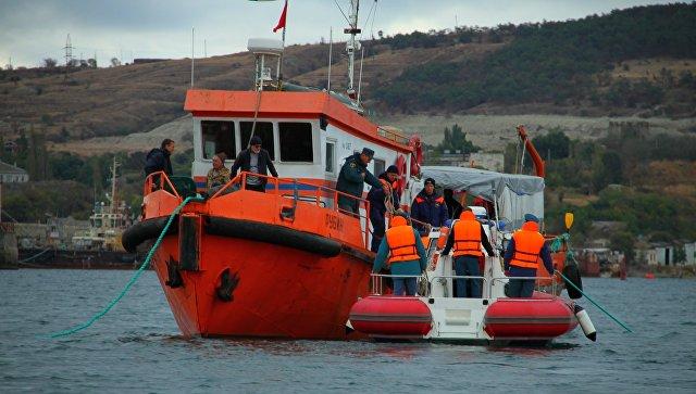 С затопленного у Феодосии корабля эвакуировали 6,5 тысяч боеприпасов