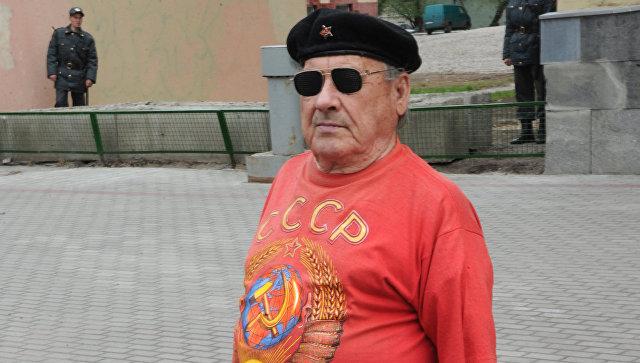 На Украине мужчина пошел под суд из-за футболки с символикой СССР