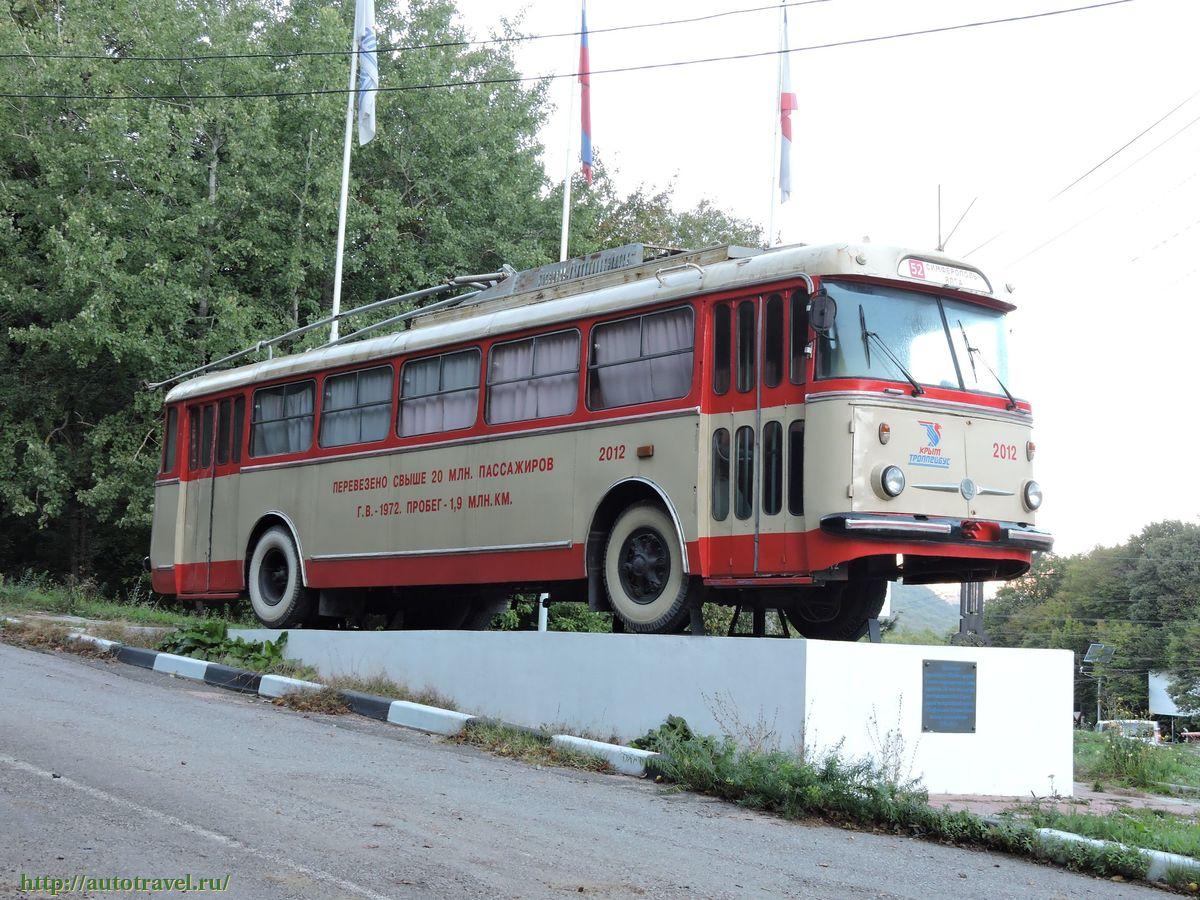 Знаменитый троллейбус-памятник на Ангарском перевале увезли