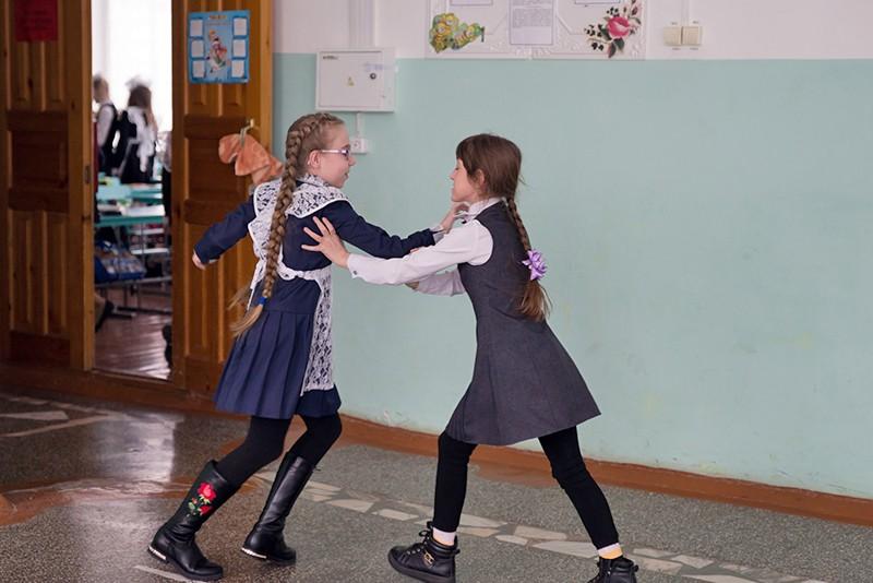В Крыму подрались две школьницы, видео избиения попало в соцсеть