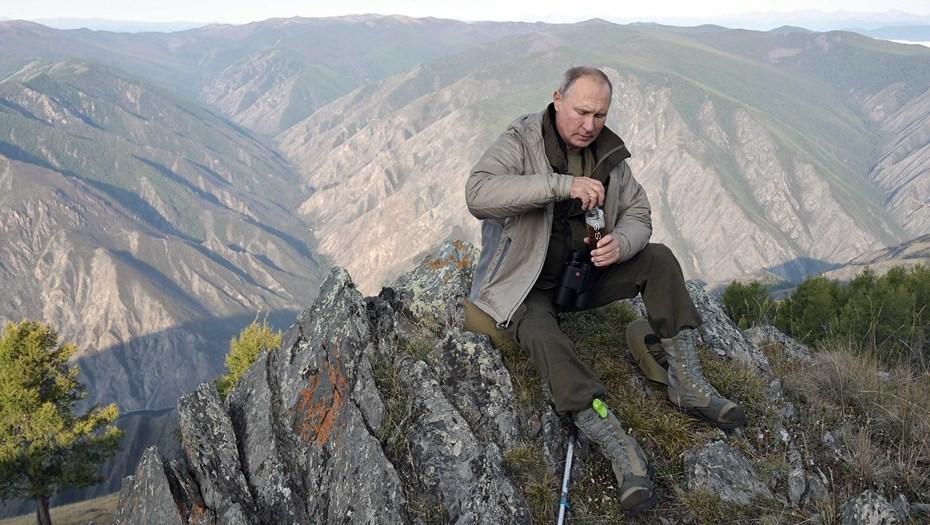 Собирал грибы, пошел в поход: как Путин отдохнул в тайге накануне дня рождения