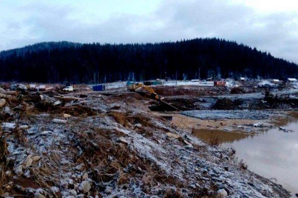 «Шла волна высотой четыре метра»: прорыв дамбы в Красноярском крае унес 13 жизней
