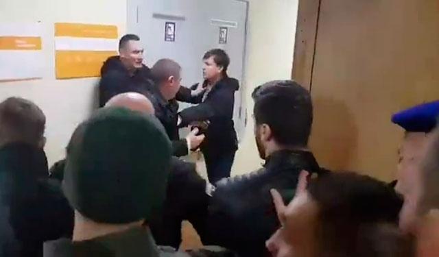 В Киеве произошла массовая драка из-за проспекта Бандеры