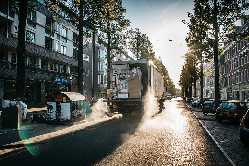 В Севастополе с 1 января запретят парковать во дворах такси и другой коммерческий транспорт