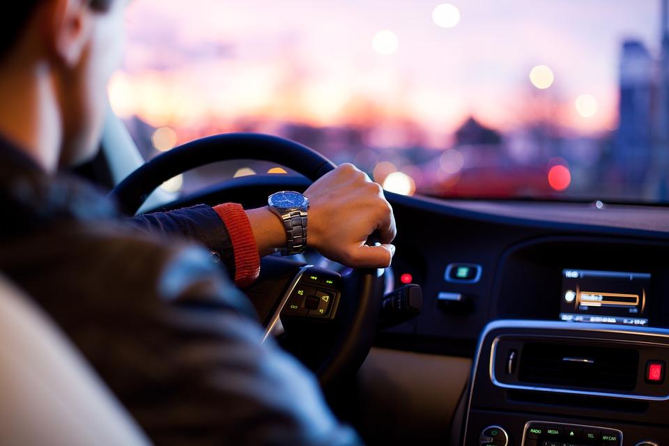 Автомобилистам напоминают о сроках уплаты транспортного налога