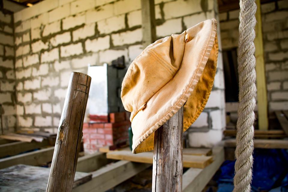 В Севастополе на стройке детского сада погиб 30-летний рабочий