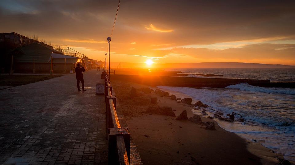 Четыре крымских города попали в десятку самых дешевых мест для отдыха осенью