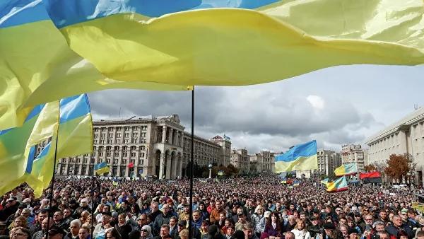 На Майдане под офисом Зеленского собрались тысячи митингующих украинцев