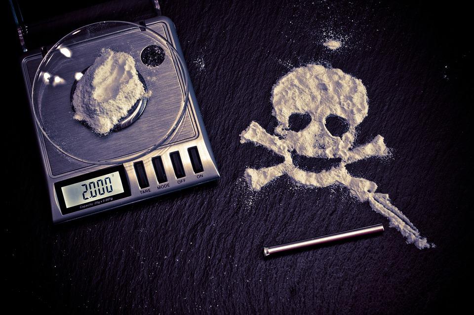 В Севастополе 18-летний парень устроил наркопритон в квартире