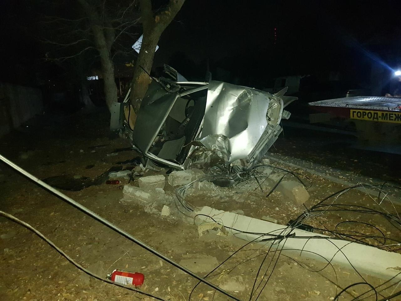 От машины ничего не осталось: в ужасном ночном ДТП погибла молодая девушка