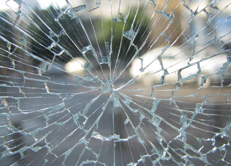 На крымской трассе женщина насмерть сбила пешехода