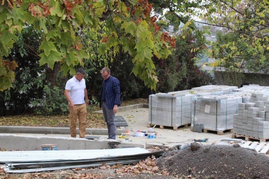 Стало известно, когда откроют после ремонта сквер у памятного знака линкору «Севастополь»