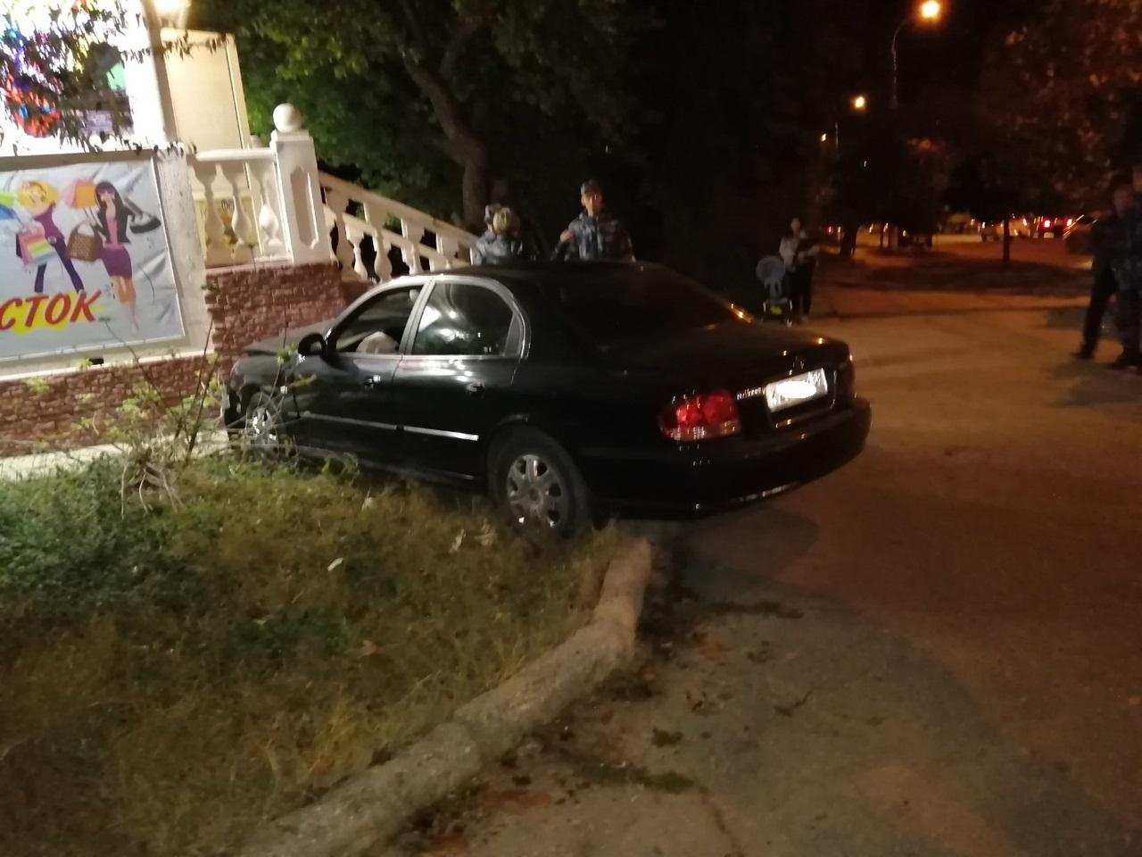 В Севастополе автомобиль «срикошетил» прямо в дом