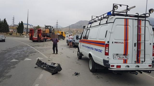 В Крыму столкнулись иномарка и КамАЗ с мазутом
