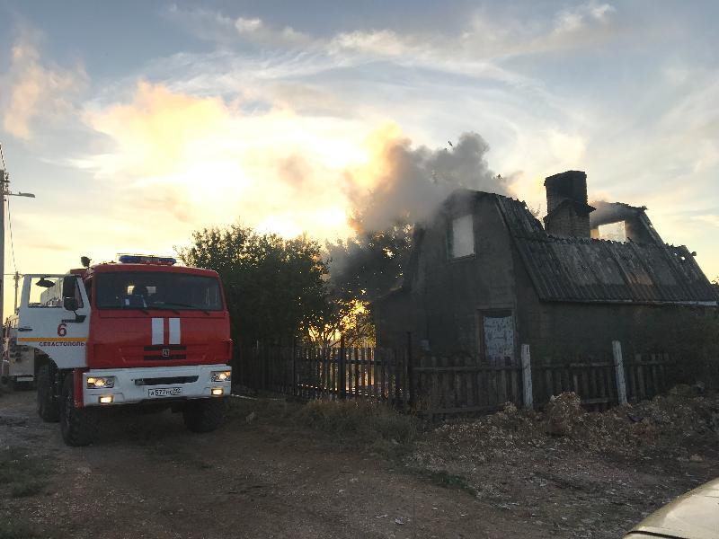 На мысе Фиолент едва не сгорел садовый дом