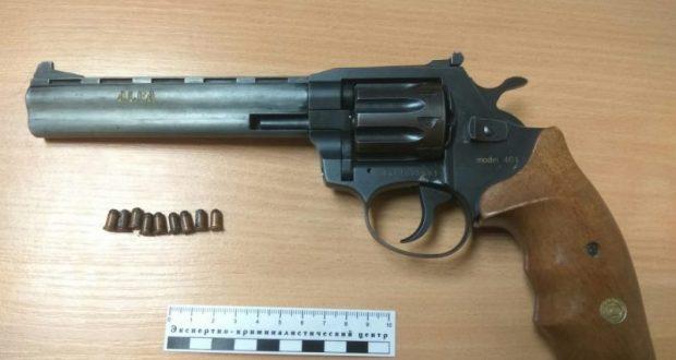 На вокзале в Симферополе задержали севастопольца с револьвером