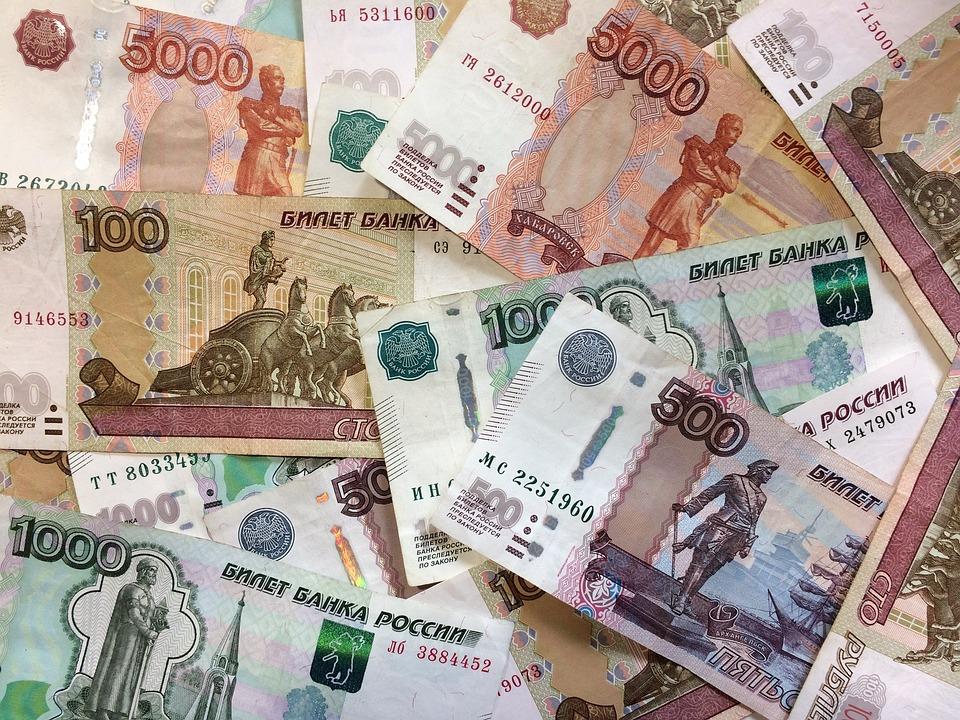 Россияне рассказали, какая зарплата их осчастливит
