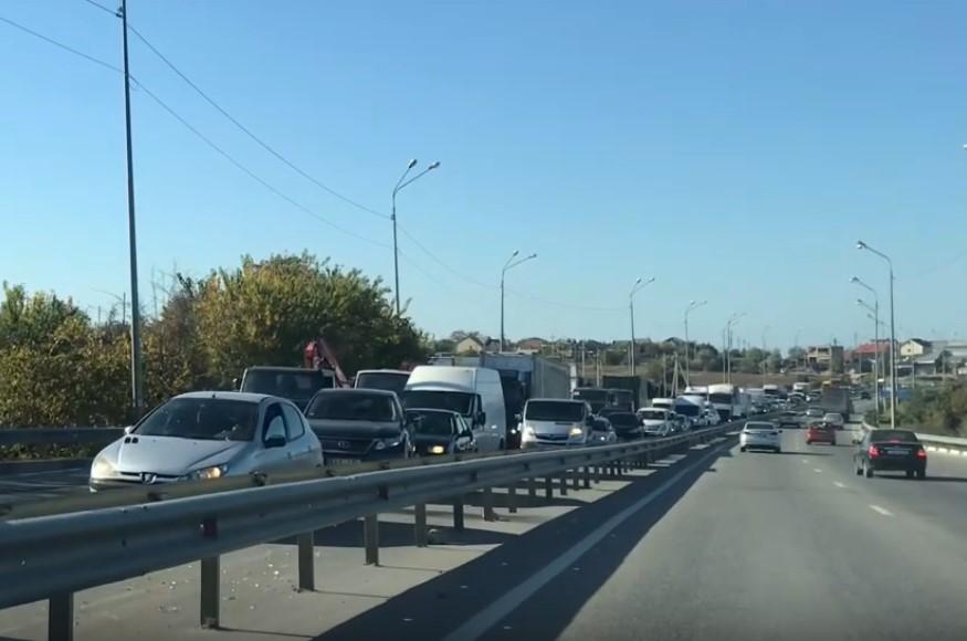 В Севастополе ДТП полностью заблокировало движение по трассе