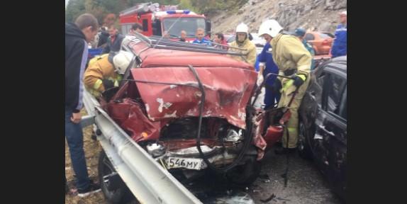 «Поломанные все»: на крымской трассе произошла страшная авария