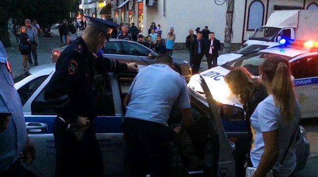 В Крыму пьяный водитель напал на полицейского