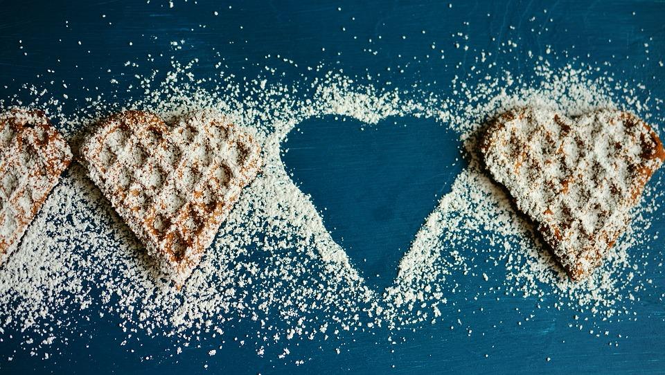 Диетолог рассказала, к чему может привести отказ от сладкого
