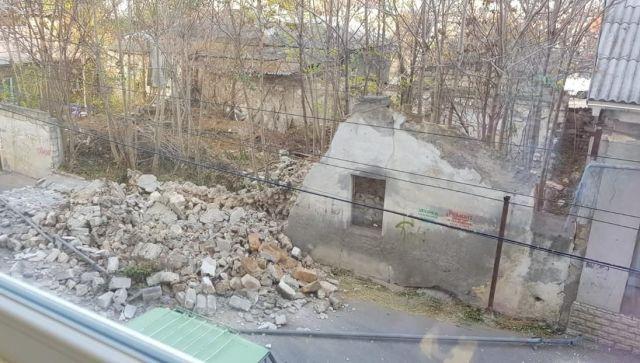 В Крыму рухнувшая стена сорвала газовую трубу