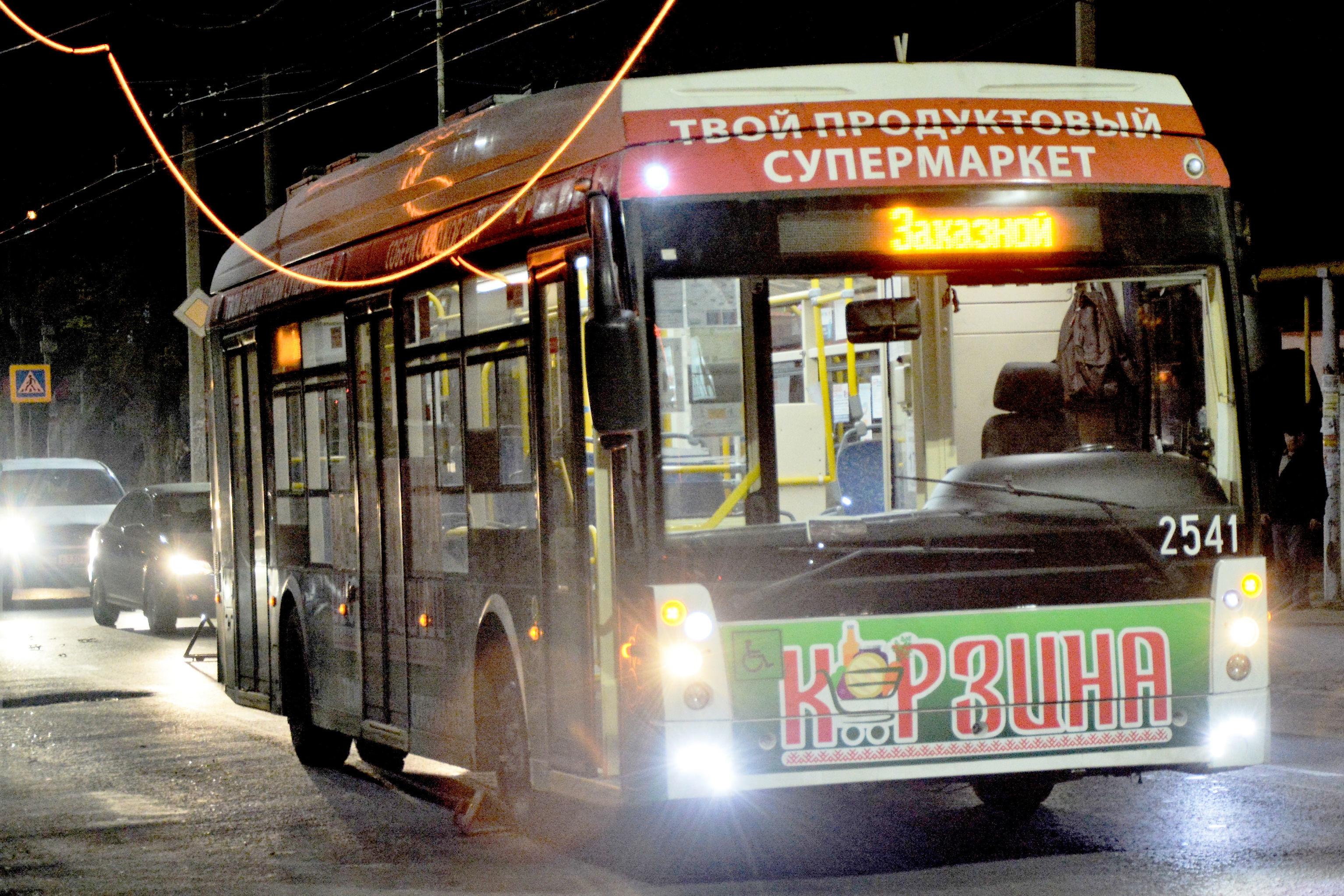 В Симферополе загорелась троллейбусная линия