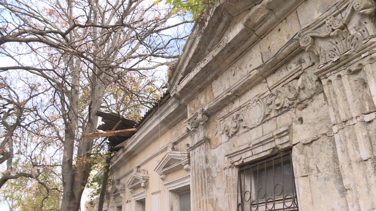 В центре Севастополя сносят дом дореволюционной постройки
