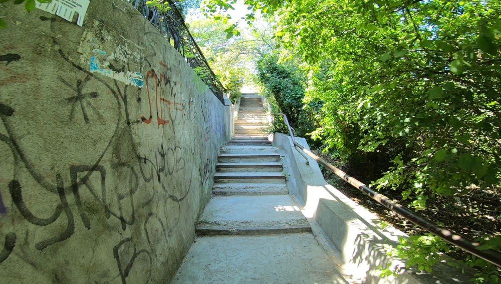 Ремонт лестницы в Крепостном переулке затягивается