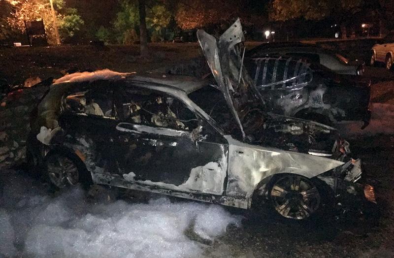 «Был взрыв»: в Севастополе ночью сгорел BMW